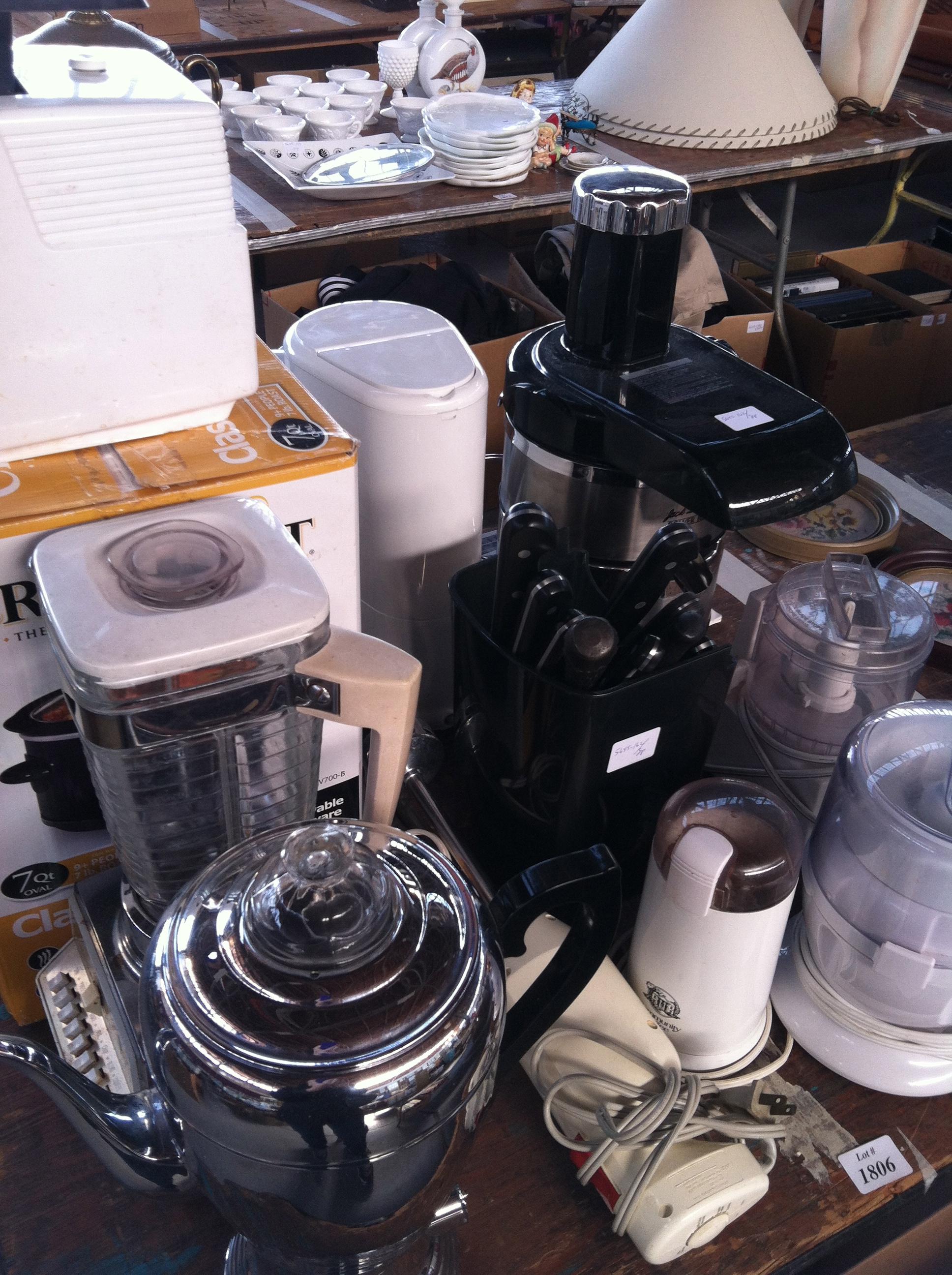 Uncategorized Kitchen Appliances Auction kitchen appliances at estate auction lisa kramer vintage auction